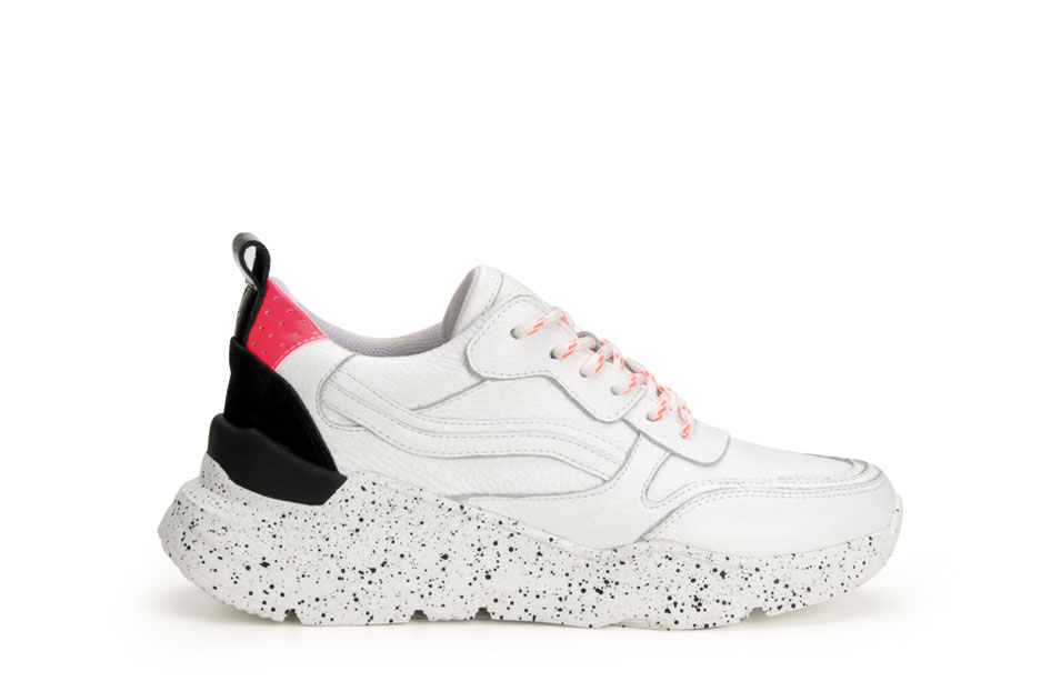 Chunky dad sneakers zijn hot